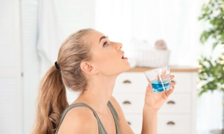 Study Finds that Mouth Rinses Reduce SARS-CoV-2 in Saliva